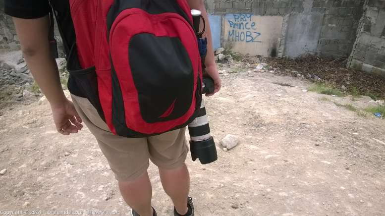 The DSLR camera with lens, of a fellow planespotter.